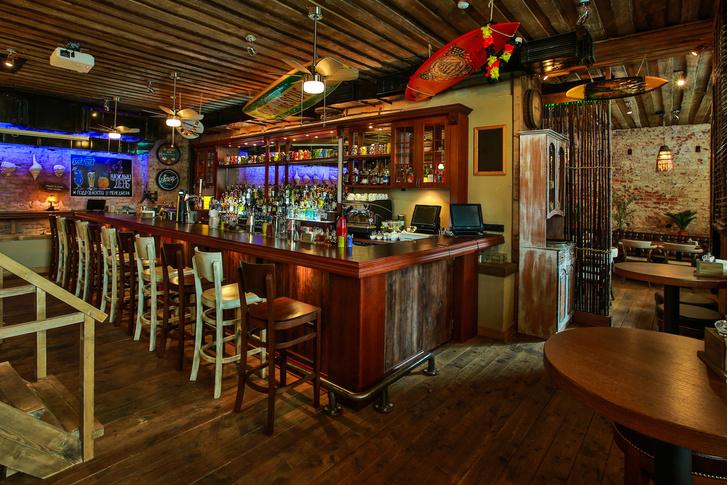 Фото №1 - Карибский тики-бар Black Hat bar
