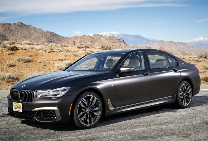 Фото №1 - BMW M760Li xDrive: 12 цилиндров седьмой серии