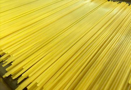 Учёные объяснили, почему макаронину нельзя сломать пополам