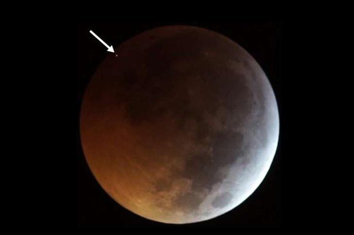 Фото №2 - Астрономам удалось заснять падение метеорита на Луну (видео)