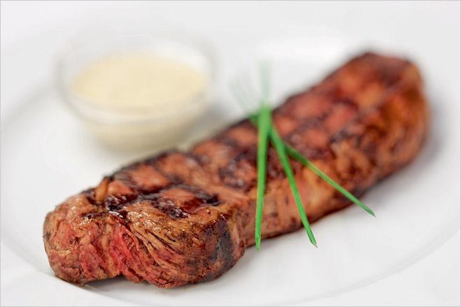Кровавая пища. Сочная статья о мясе и вине с рецептами