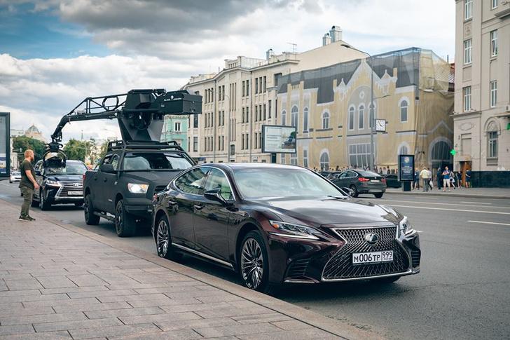 Фото №1 - Флагманские модели Lexus снимаются в кино