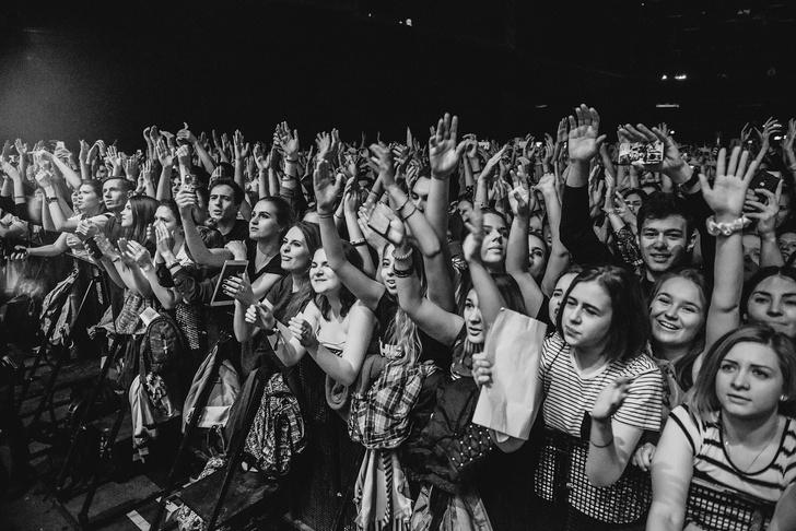 Фото №18 - «Один кучерявый — хорошо, трое — вообще огонь!» Что творилось на московском концерте The Kooks