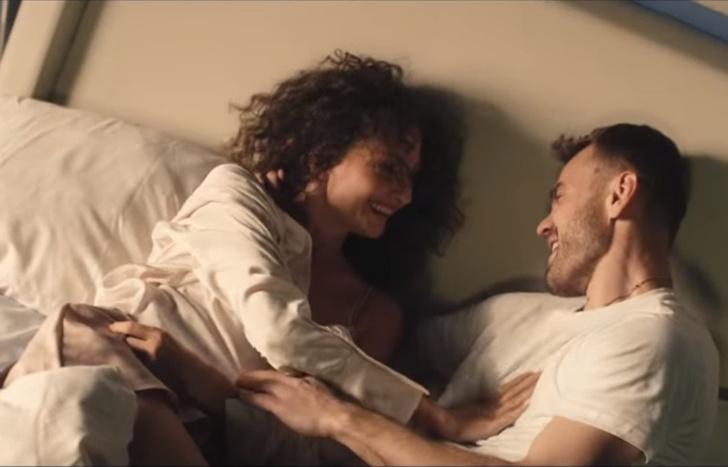 Фото №1 - Игорь Акинфеев и его жена сыграли любовников в новом клипе «Руки вверх!». Смотри прямо сейчас