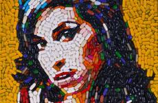 Портреты из таблеток, хлама и конфет