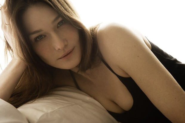 Фото №5 - Девушка дня: Карла Бруни