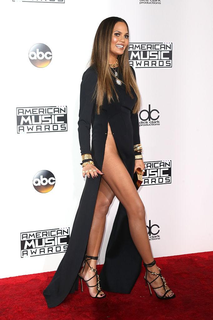 Фото №1 - Крисси Тейген в вагино-платье на церемонии American Music Awards