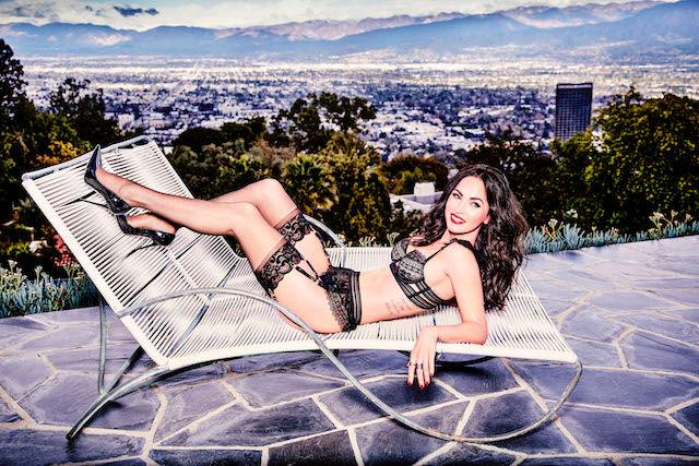 Фото №3 - Соблазнительная Меган Фокс в рекламе нижнего белья