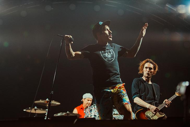 Фото №11 - Что творилось на недавних концертах Red Hot Chili Peppers, Ланы Дель Рей, «Сплина» и других рокеров