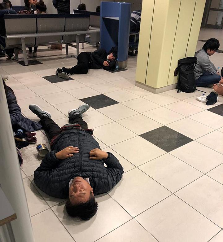 Фото №2 - Пассажиры летели в Лос-Анджелес, но вынужденно сели на Чукотке (гостеприимные фото)