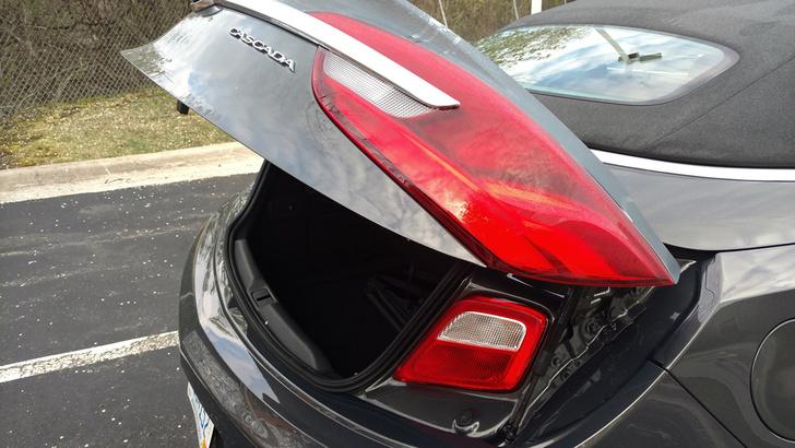 Фото №3 - Для чего у некоторых автомобилей есть фонари в багажнике?