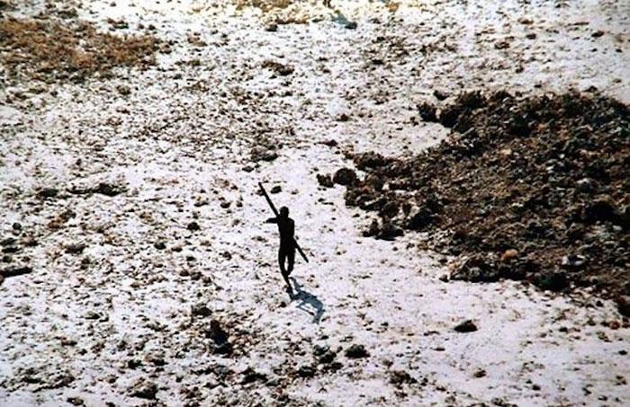 Фото №5 - Последний остров на Земле, где обитают первобытные люди