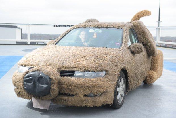 Фото №2 - Предприниматель года: парень переделал автомобиль в собаку, чтобы не подвозить девушку на работу