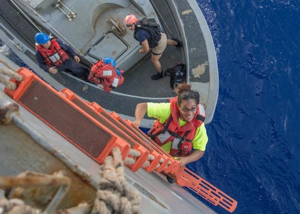 Фото №3 - Две американки и две собаки 5 месяцев дрейфовали в океане. Рассказываем, как они выжили (бонус — ВИДЕО чудесного спасения)