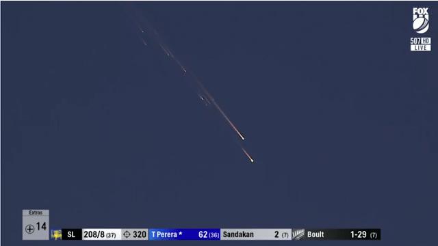 На турнире по крикету в Новой Зеландии случайно сняли падающий российский спутник