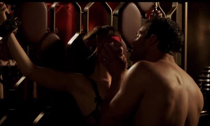 Фото №1 - Джейми Дорнан рассказал, как снимались интимные сцены БДСМ-саги «Пятьдесят оттенков»