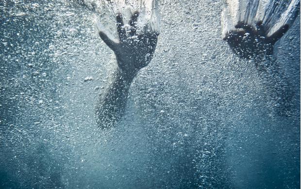 Фото №1 - Пропавшую в океане женщину нашли 1,5 года спустя на том же месте и в той же одежде! Живую!