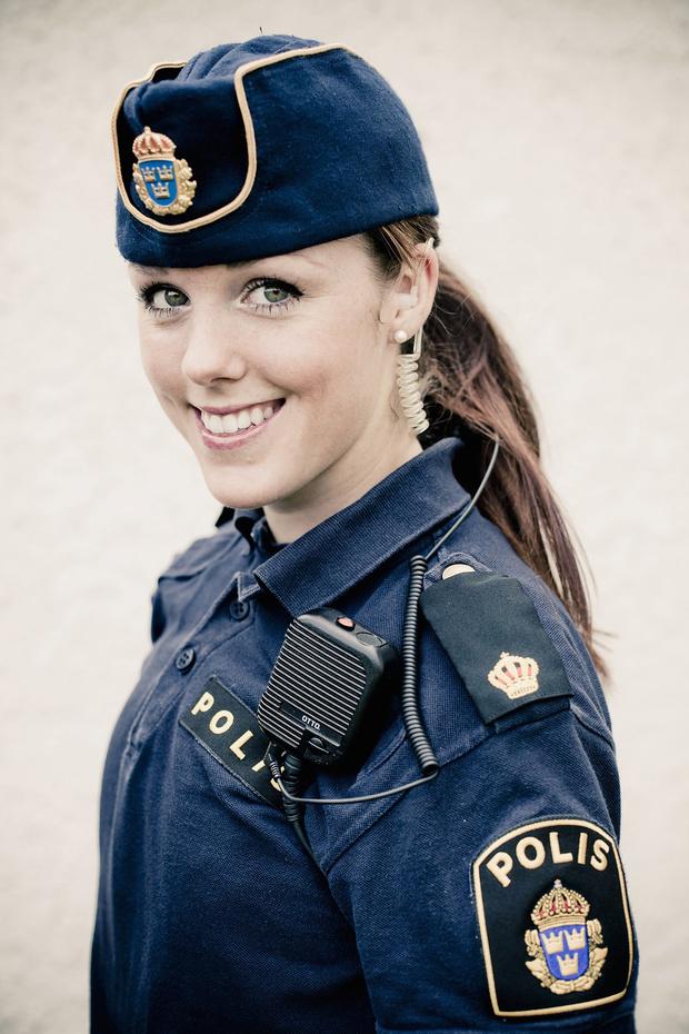 Фото №1 - Самые красивые девушки-полицейские мира
