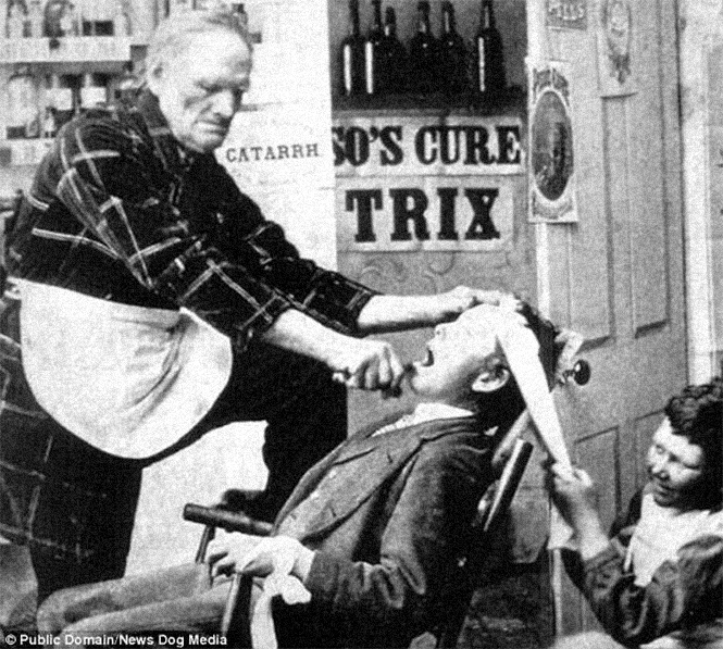Фото №1 - Ужасы викторианской стоматологии: 13 фотографий без анестезии