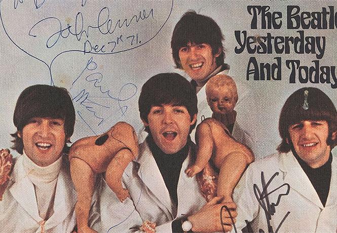 Фото №1 - «Мясной» альбом The Beatles продан почти за рекордные 234 000 долларов