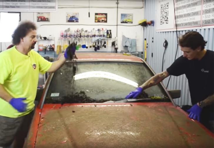 Фото №1 - Брошенный годы назад Mercedes отмыли до состояния нового (видео)