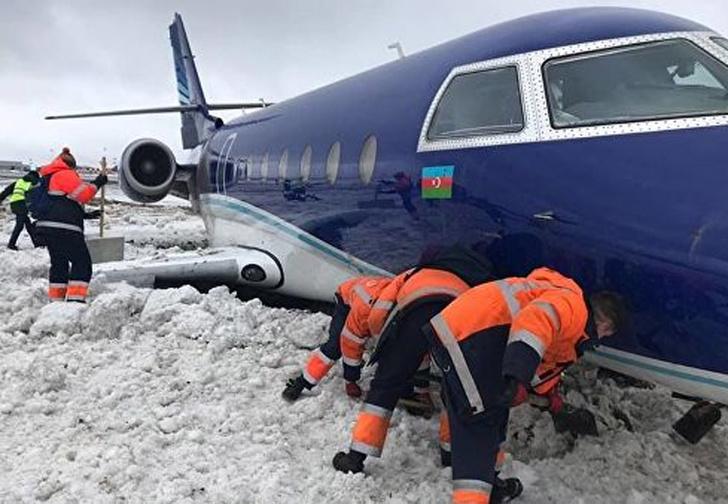 Фото №1 - Самолет выкатился за пределы полосы при посадке в Шереметьеве (видео не для аэрофобов)