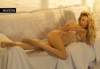 Cветлый образ: актриса Виктория Белякова в фотосессии MAXIM
