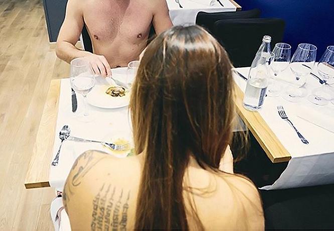 Фото №1 - Первый в мире ресторан для нудистов закрылся из-за нехватки клиентов