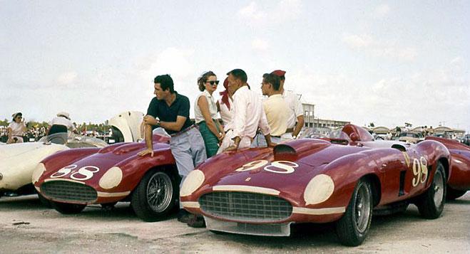 Пилоты команды Феррари на Багамах