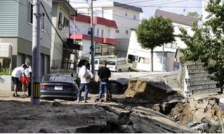 Природа против Японии: мощное землетрясение на Хоккайдо (галерея)