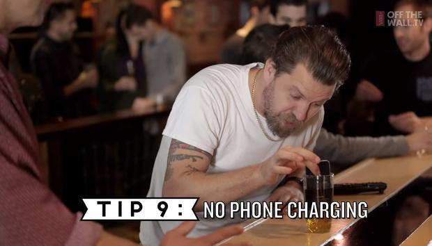 Фото №9 - 10 правил мужского поведения в баре