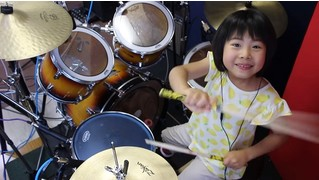 Эта 9-летняя барабанщица порвала Интернет! (ВИДЕО)