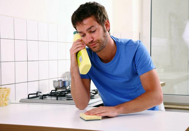 Фото №1 - Эта причина заставит тебя выкидывать губку для мытья посуды раз в неделю