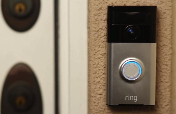 Фото №1 - Создатель дверного звонка будущего получил жесткий отлуп от инвесторов, а его компанию взял да и купил Amazon за $1 миллиард! (ВИДЕО чудо-звонка внутри)