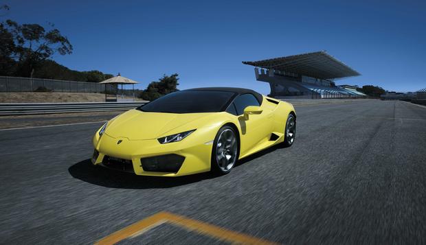 Для сравнения – вот так выглядит настоящий Lamborghini Huracan. Нет, разница между оригиналом и фейком, конечно, видна, но не в четырехкратную же надбавку в цене? ))