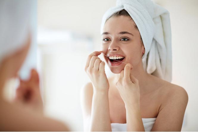 Ученые признали зубную нить абсолютно бесполезной! Стоматологи тебе врали!