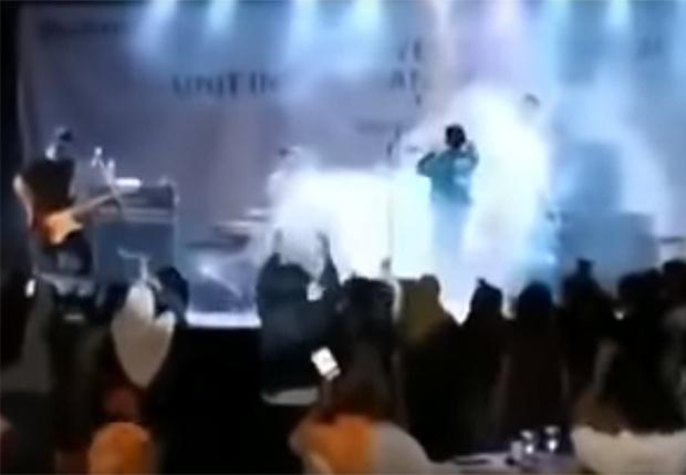 Фото №1 - Рок-группу в Индонезии смыло цунами во время концерта (видео)