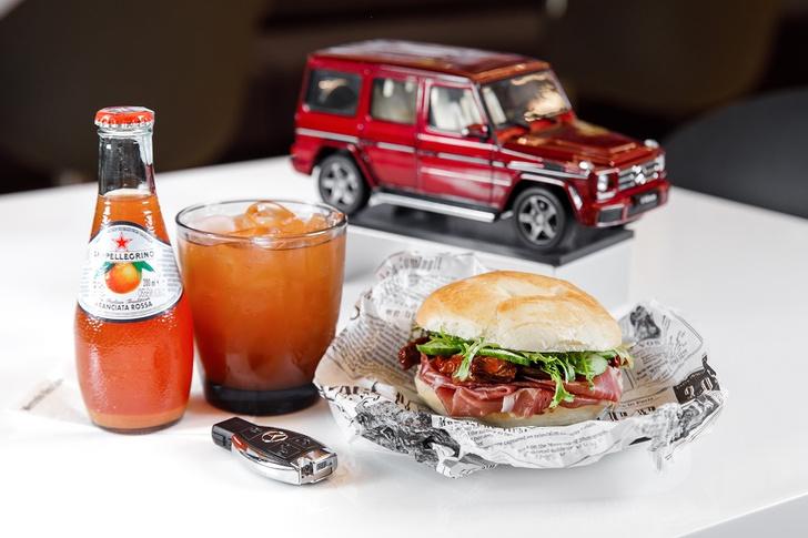 Фото №2 - У Mercedes-Benz теперь свое кафе