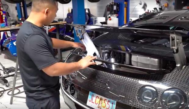 Фото №1 - Как выглядит замена масла на Bugatti Veyron (видео)