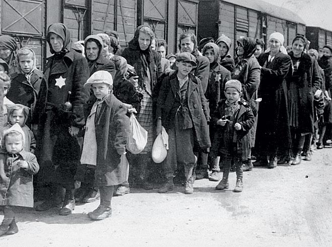 Прибытие евреев в Освенцим.  1942год