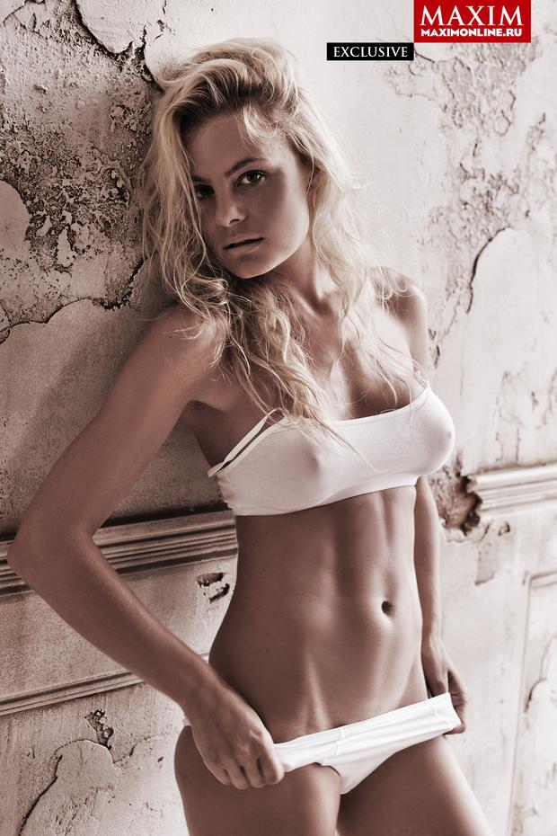 Фото №2 - 8 эксклюзивных фотографий актрисы Натальи Дворецкой — только для читателей сайта MAXIM