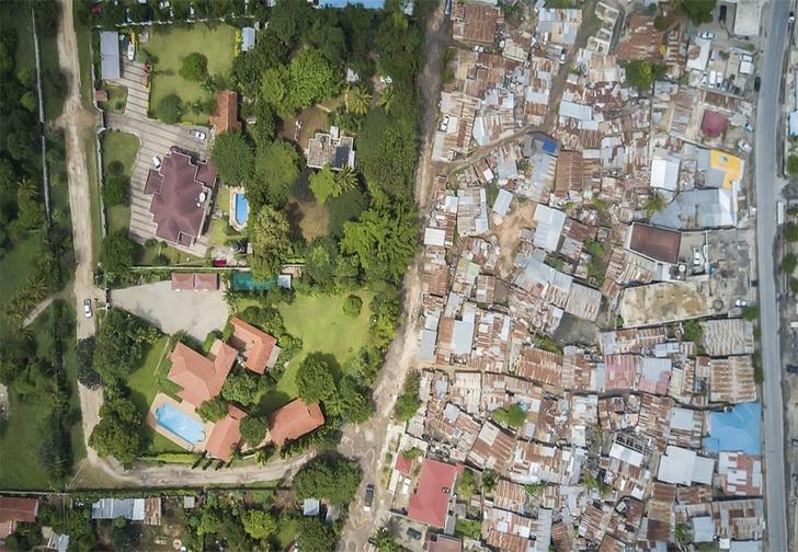Фото №1 - Американский фотограф снимает места, где нищета граничит с роскошью
