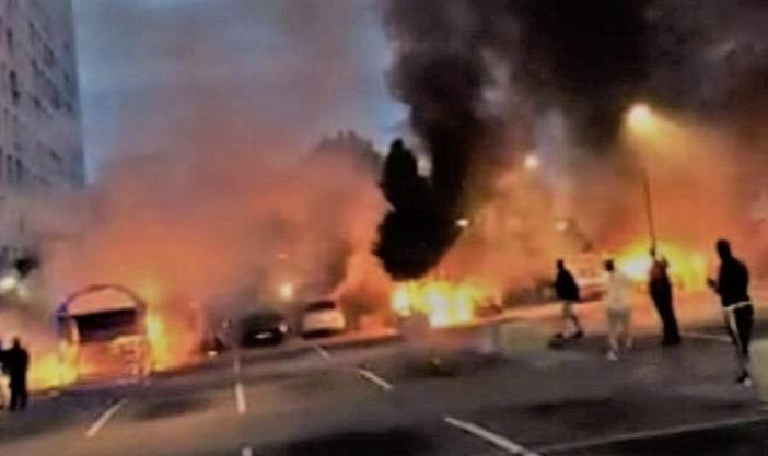 Фото №1 - Молодежные банды за ночь сожгли более ста автомобилей в Швеции (видео)