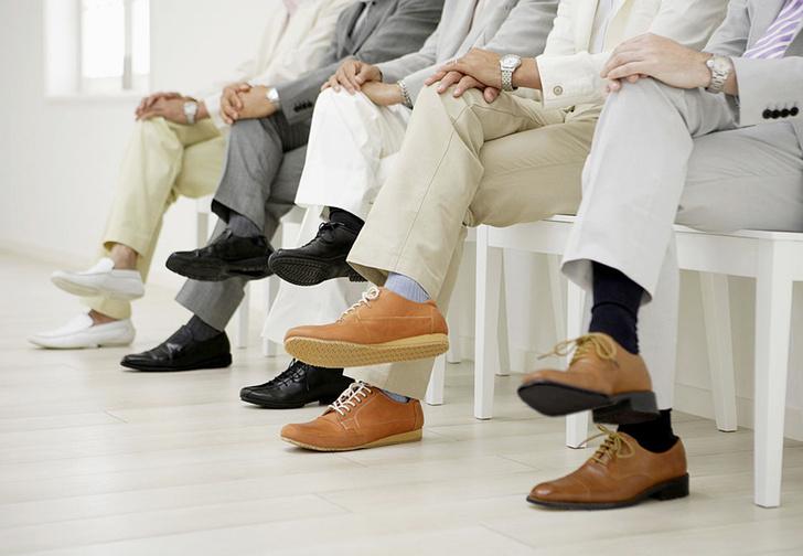 Фото №1 - Вредно ли сидеть, положив ногу на ногу?