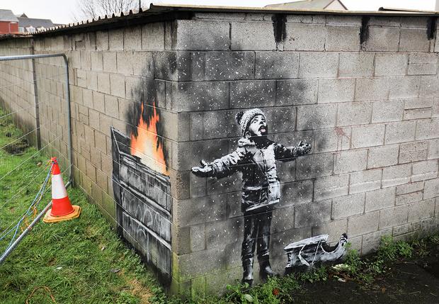 Фото №1 - Британец продал свой гараж за огромную сумму  после того, как на нем появилось граффити Бэнкси