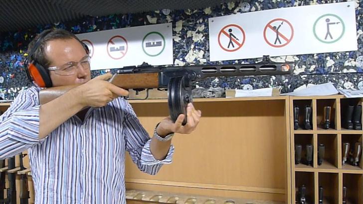 Фото №1 - Каково это— стрелять из ППШ, маузера, нагана, винтовки Мосина и еще девяти видов огнестрельного оружия