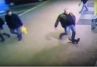 Белорусский милиционер потерял работу из-за того, что пнул котенка