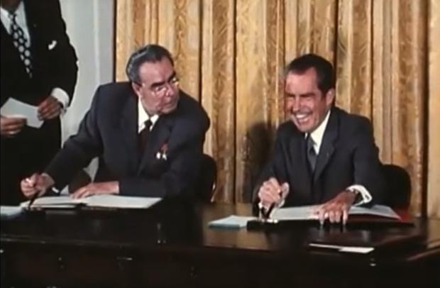 Фото №1 - Редкое видео: Брежнев и Никсон валяют дурака