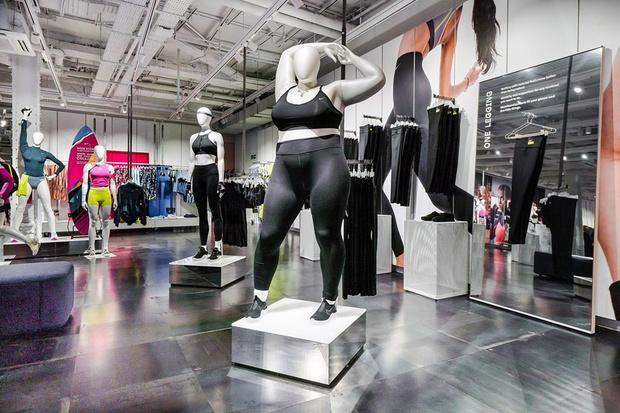 Фото №1 - В магазинах Nike появились женские манекены размера плюс-сайз