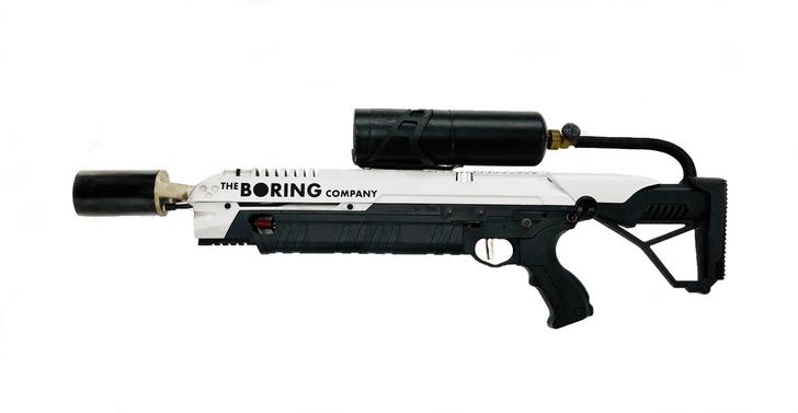 Фото №1 - Элон Маск продает огнеметы, потому что они защитят нас от зомби